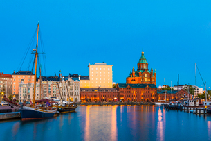 Harbor at sunset in Helsinki, Finland, Europeの写真素材 [FYI03795151]