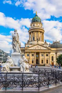 Statue in front of Deutscher Dom on Gendarmenmarkt square, Berlin, Germanyの写真素材 [FYI03795194]