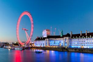 London Eye at sunset in London, England, Europeの写真素材 [FYI03795198]