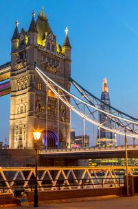 Tower Bridge at sunset in London, England, Europeの写真素材 [FYI03795205]