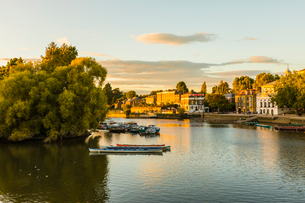 Boats on River Thames in Richmond, England, Europeの写真素材 [FYI03795213]