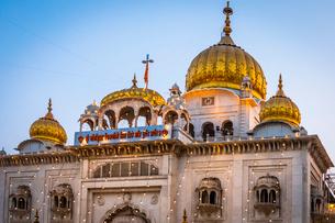 Sri Bangla Sahib Gurdwara (Sikh Temple), New Delhi, India, Asiaの写真素材 [FYI03795230]