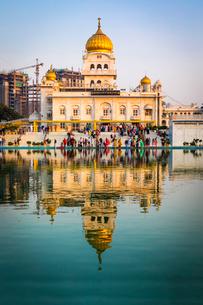 Sri Bangla Sahib Gurdwara (Sikh Temple), New Delhi, India, Asiaの写真素材 [FYI03795231]