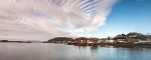 Panorama of Oban, looking out into Oban Bay and the Sound of Mull beyond, Highlands, Scotland, Uniteの写真素材 [FYI03795259]