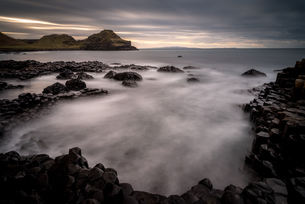 Giant's Causeway at sunset, UNESCO World Heritage Site, County Antrim, Northern Ireland, United Kingの写真素材 [FYI03795296]