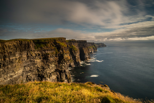 Cliffs of Moher, County Clare, Munster, Republic of Ireland, Europeの写真素材 [FYI03795342]