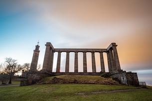 National Monument of Scotland at dusk, Calton Hill, Edinburgh, Scotland, United Kingdom, Europeの写真素材 [FYI03795352]