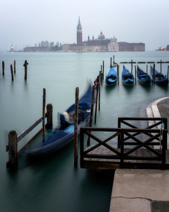 Long exposure of gondolas by San Giorgio Maggiore, Venice, Italy, Europeの写真素材 [FYI03795396]
