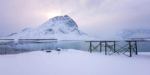 Lofoten in the snow, Lofoten Islands, Nordland, Arctic, Norway, Europeの写真素材 [FYI03795442]