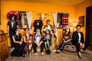 Group of friends in Dia de los Muertos makeup and costume, Day of the Dead celebration in the desertの写真素材 [FYI03795708]