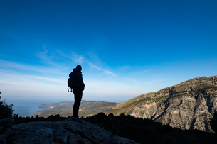 A woman hiking in the Taygetos Mountains on the Mani Peninsula in the Peloponnese, Greece, Europeの写真素材 [FYI03795757]