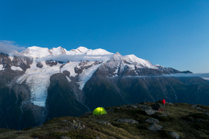 WIld camping on the GR5 trail or Grand Traverse des Alps near Refuge De Bellachat with views of theの写真素材 [FYI03795760]