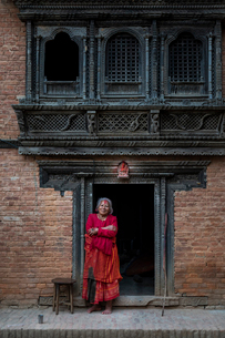 Traditional decorative Newari hand carved wood windows and architecture on a temple in an historicalの写真素材 [FYI03795808]