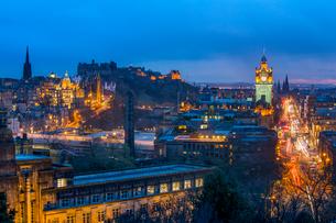 Panoramic view of Edinburgh, UNESCO World Heritage Site, Edinburgh, Scotland, United Kingdom, Europeの写真素材 [FYI03795934]