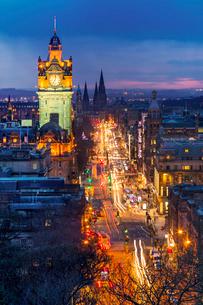 Princes Street, UNESCO World Heritage Site, Edinburgh, Scotland, United Kingdom, Europeの写真素材 [FYI03795935]