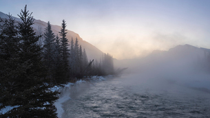 Mist rising off the waters of the Bow River in sub-zero winter weather, Canmore, Alberta, Canadian Rの写真素材 [FYI03795998]