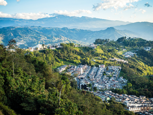 View out to the mountains, Manizales, Colombia, South Americaの写真素材 [FYI03796064]
