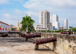 Old Town Walls, Cartagena, Bolivar Department, Colombia, South Americaの写真素材 [FYI03796078]