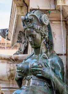 Fountain of Neptune, detailed view, Piazza del Nettuno, Bologna, Emilia-Romagna, Italy, Europeの写真素材 [FYI03796323]