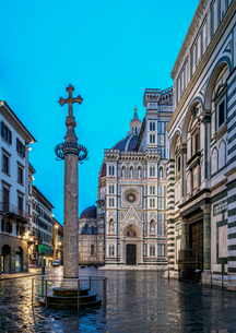 Santa Maria del Fiore Cathedral at dawn, Florence, UNESCO World Heritage Site, Tuscany, Italy, Europの写真素材 [FYI03796334]