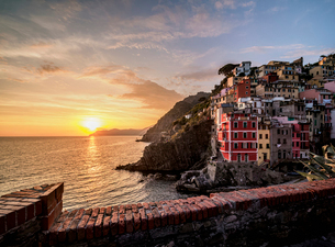 Riomaggiore Village at sunset, Cinque Terre, UNESCO World Heritage Site, Liguria, Italy, Europeの写真素材 [FYI03796350]