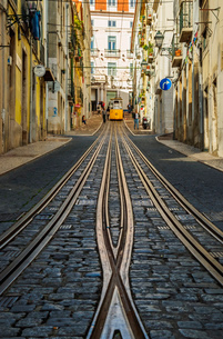 View of the Bica Funicular, Lisbon, Portugal, Europeの写真素材 [FYI03796365]