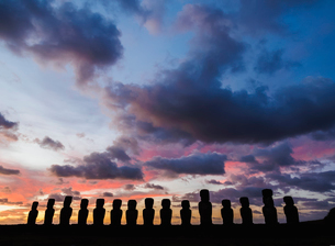 Moais in Ahu Tongariki at suNoise, Rapa Nui National Park, UNESCO World Heritage Site, Easter Islandの写真素材 [FYI03796366]
