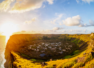 Crater of Rano Kau Volcano at sunset, Easter Island, Chile, South Americaの写真素材 [FYI03796369]