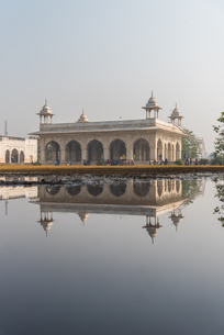 Reflections at The Red Fort, UNESCO World Heritage Site, Old Delhi, India, Asiaの写真素材 [FYI03796398]
