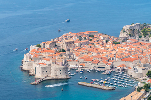 The town in summer from an elevated point of view, Dubrovnik, UNESCO World Heritage Site, Dubrovnik-の写真素材 [FYI03796542]