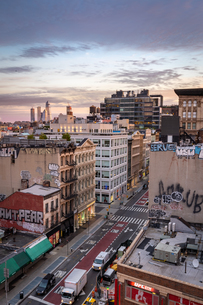Sunrise over the Soho district of New York City looking towards the development of Hudson Yards skysの写真素材 [FYI03796570]
