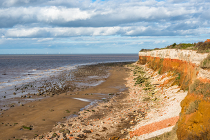 Chalk over limetone Cliffs at Old Hunstanton on the North NoRF-NEolk coast, NoRF-NEolk, England, Uniの写真素材 [FYI03796689]