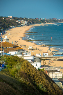 Elevated views of Bournemouth beach from the clifftops, Dorset, England, United Kingdom, Europeの写真素材 [FYI03796736]