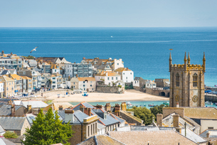 Elevated views over rooftops of St. Ives in Cornwall, England, United Kingdom, Europeの写真素材 [FYI03796761]
