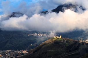 Grumello castle illuminated by sun, Sondrio, Valtellina, Lombardy, Italy, Europeの写真素材 [FYI03796847]