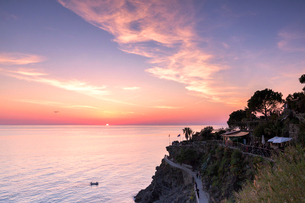 Sunset on the sea above the panoramic footpath of Manarola, Cinque Terre, UNESCO World Heritage Siteの写真素材 [FYI03796913]