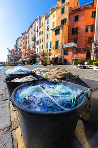 Fishing nets with typical houses in the background, Porto Venere, Cinque Terre, UNESCO World Heritagの写真素材 [FYI03796916]