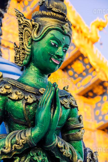 Green Yaksha statue at Wat Rong Suea Ten (Blue Temple) in Chiang Rai, Thailand, Southeast Asia, Asiaの写真素材 [FYI03797091]