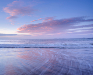 Tranquil dawn with clouds reflected in the wet beach, Exmouth, Devon, England, United Kingdom, Europの写真素材 [FYI03797196]