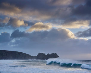 Huge surf looking out towards Logan Rock at Porthcurno, Cornwall, England, United Kingdom, Europeの写真素材 [FYI03797301]