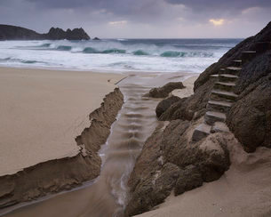 Stormy conditions on the beach looking out towards Logan Rock at Porthcurno, Cornwall, England, Unitの写真素材 [FYI03797309]