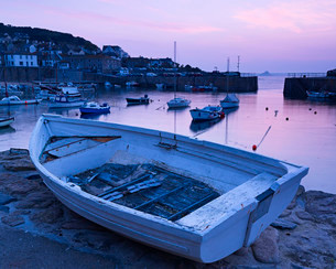 The picturesque fishing village of Mousehole, Cornwall, England, United Kingdom, Europeの写真素材 [FYI03797319]
