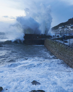 Winter storm at the fishing village of Mousehole, Cornwall, England, United Kingdom, Europeの写真素材 [FYI03797321]