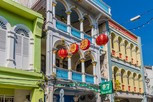 Beautiful Sino Portuguese architecture in Phuket Old Town, Phuket, Thailand, Southeast Asia, Asiaの写真素材 [FYI03797353]