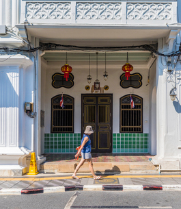 Beautiful Sino Portuguese architecture in Phuket Old Town, Phuket, Thailand, Southeast Asia, Asiaの写真素材 [FYI03797354]