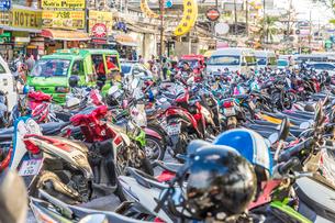 Motorbike parking in Patong, Phuket, Thailand, Southeast Asia, Asiaの写真素材 [FYI03797377]