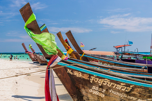 Long tail boats on Tup Island in Ao Nang, Krabi, Thailand, Southeast Asia, Asiaの写真素材 [FYI03797388]