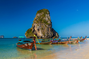 Long tail boats on Phra Nang Cave Beach on Railay in Ao Nang, Krabi Province, Thailand, Southeast Asの写真素材 [FYI03797401]