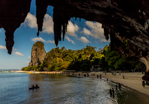 Phra Nang beach and karst landscapes in Railay, Ao Nang, Krabi Province, Thailand, Southeast Asia, Aの写真素材 [FYI03797406]