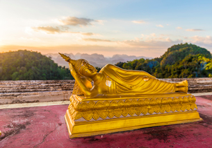 A statue of Buddha at the Tiger Cave Temple in Krabi, Thailand, Southeast Asia, Asiaの写真素材 [FYI03797453]